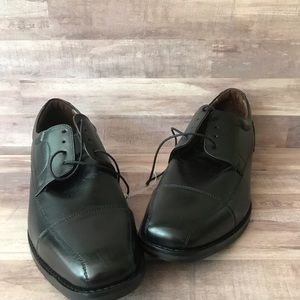 Johnston & Murphy black leather shoes size 13M